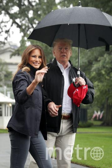 Дональд Трамп оставил Меланию без зонта. Фото Getty
