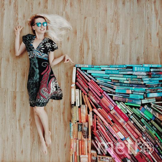 """Арт-объект """"Какую книгу выбрать"""". Фото Instagram/elizabeth_sagan"""