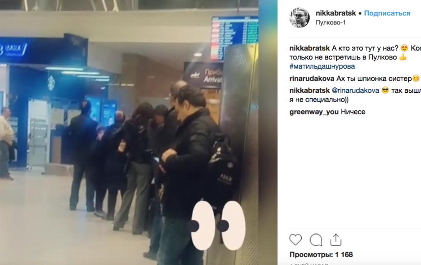 """Матитльду Шнурову """"застукали"""" в аэропорту с новым избарнником. Фото скриншот видео www.instagram.com/nikkabratsk/"""