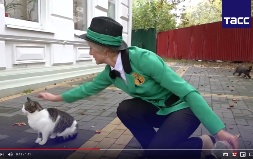 Светлана Логунова вкладывает в работу душу. Фото Tass, Скриншот Youtube