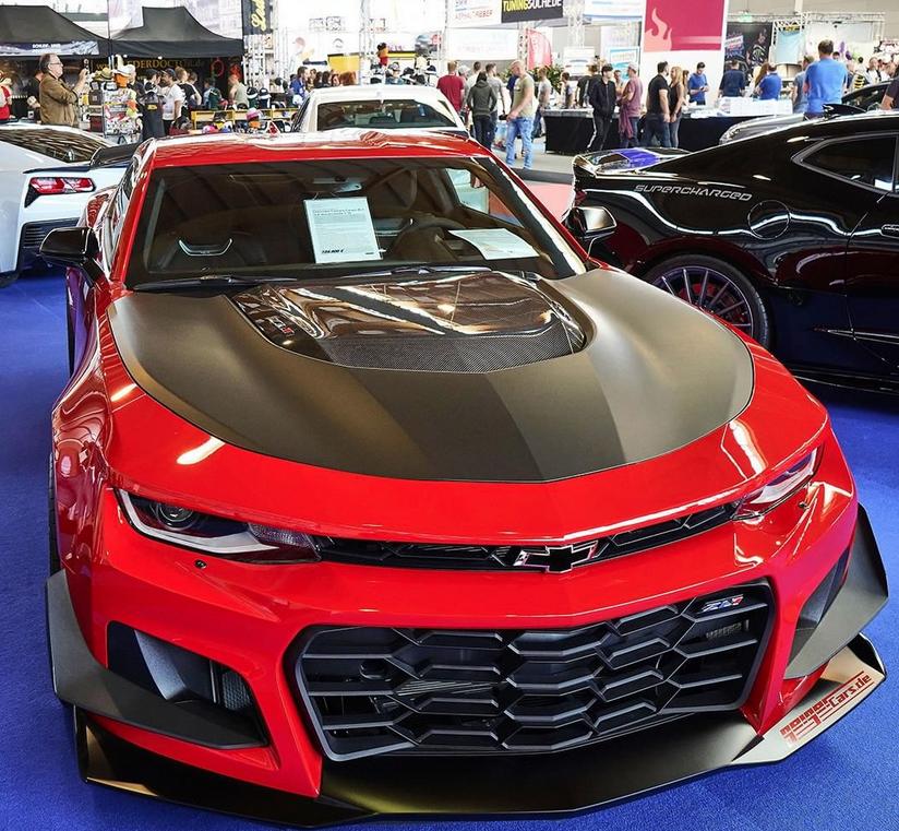 """Модели машин, участвующих в ежегодном автомобильном шоу. Некоторые из них появляются на страницах календаря """"Мисс тюнинг - 2019"""". Фото скриншот www.instagram.com/tuningworld_bodensee/"""