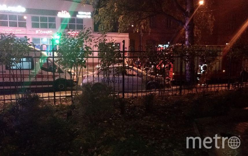 """ыла авария между фордом и такси """"везет"""". После столкновения """"Везёт"""" тушили. Фото https://vk.com/spb_today?w=wall-68471405_9843637, vk.com"""