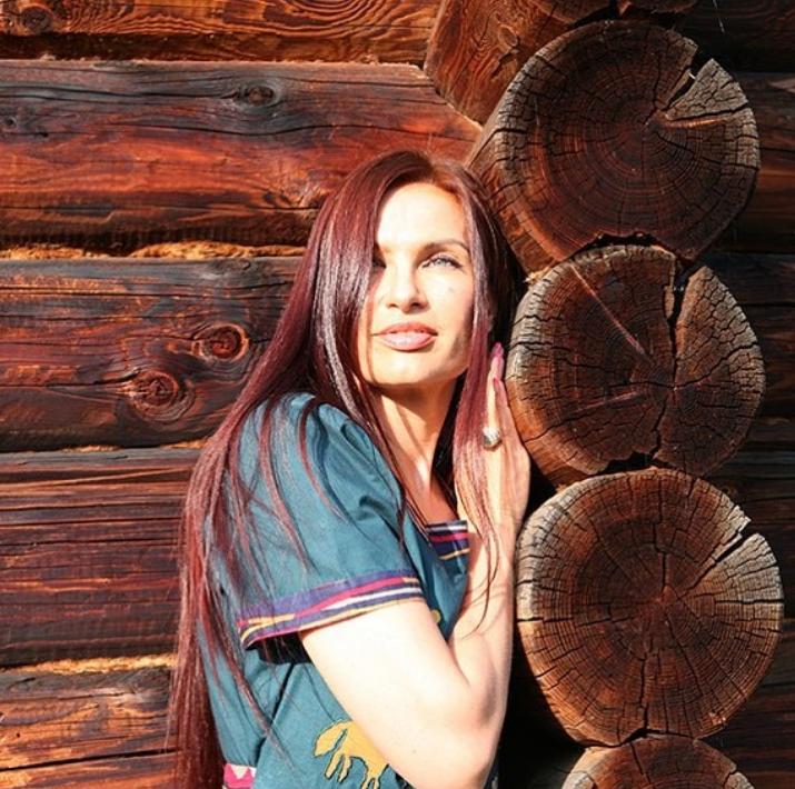 жуками, сорняками, какой цвет волос у эвелины бледанс фото эффект макияжа
