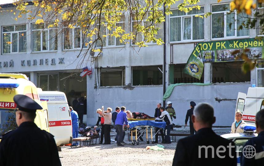 18 человек погибли, ещё 50 пострадали в результате нападения злоумышленника на политехнический колледж в Керчи. Фото AFP