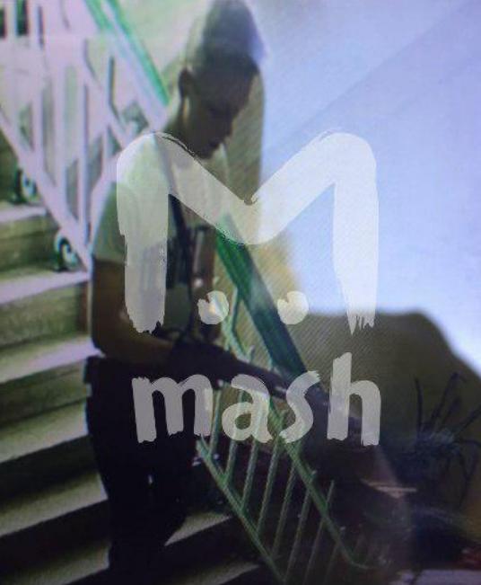 Telegram-канал Mash опубликовал снимок подозреваемого в организации массового убийства в керченском колледже. Фото Telegram-канал Mash
