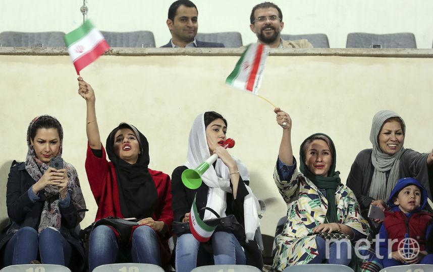 Иранские женщины на футболе. Фото AFP