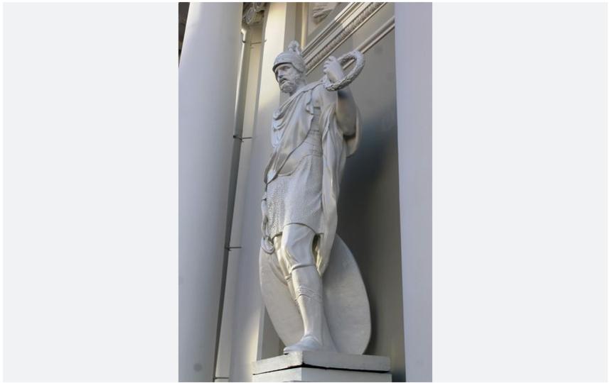 Одна скульптура после реставрации вернулась в ноябре 2017-го года. Фото gov.spb.ru.
