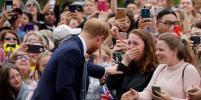 Девушка попросила принца Гарри обнять её и разрыдалась: видео