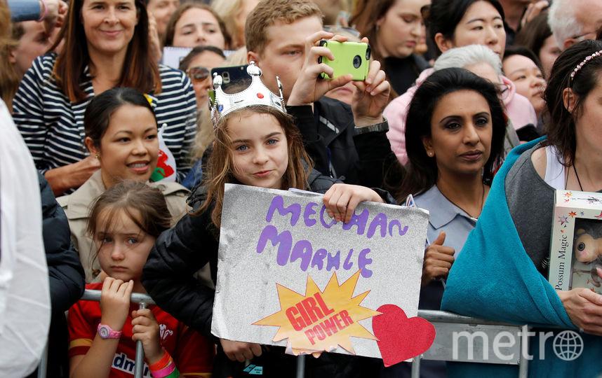 Принца встречала толпа людей в Мельбурне. Фото Getty