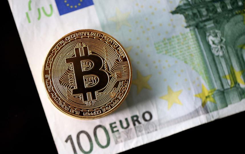 Монета, символизирующая биткоин. Фото Getty