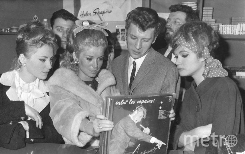 Катрин Денев в 60-е. С музыкантом Джонни Холидеем. Фото Getty