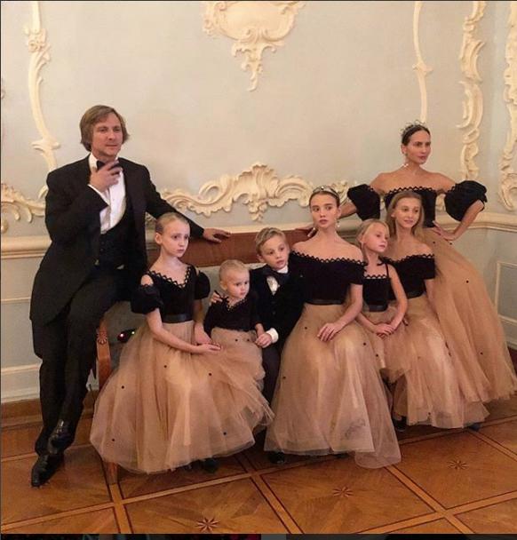 Карина Добротворская и ее семья. Фото https://www.instagram.com/karinadobrotvorskaya/