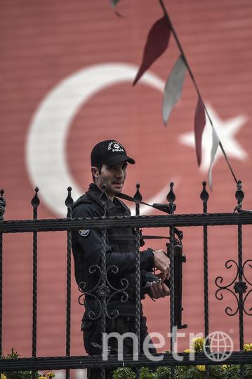 У здания консульства Саудовской Аравии в Стамбуле. Фото AFP