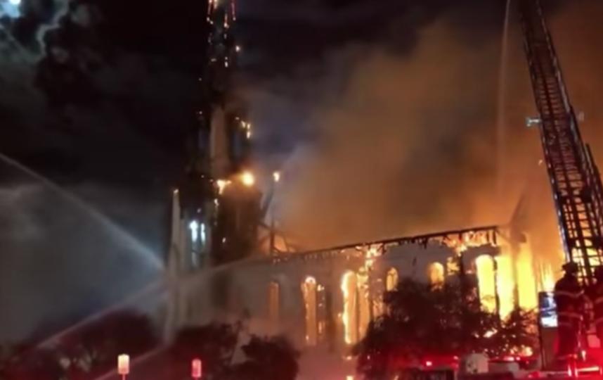 Полыхающая церковь в Массачусетсе. Фото Скриншот, Скриншот Youtube