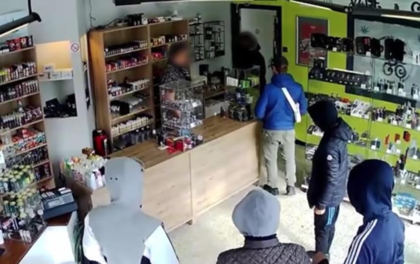 Бельгийские грабители были пойманы из-за собственной жадности. Фото Канал World News 24h, Скриншот Youtube