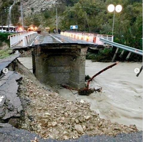 Обрушение моста в Сочи. Фото www.instagram.com/cataclysms_of_the_world