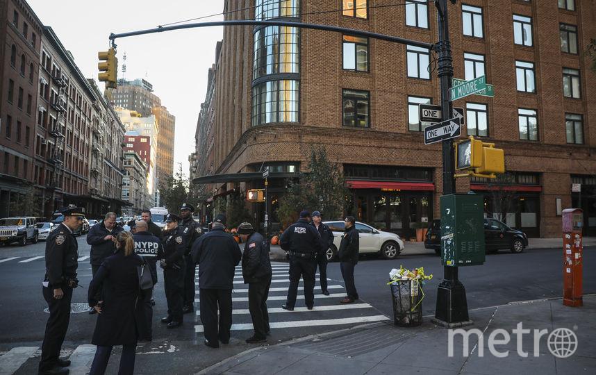 Ресторан Tribeca в Нью-Йорке, принадлежащий актёру Де Ниро. Территорию возле него отцепила полиция после сообщения о бомбе. Фото Getty