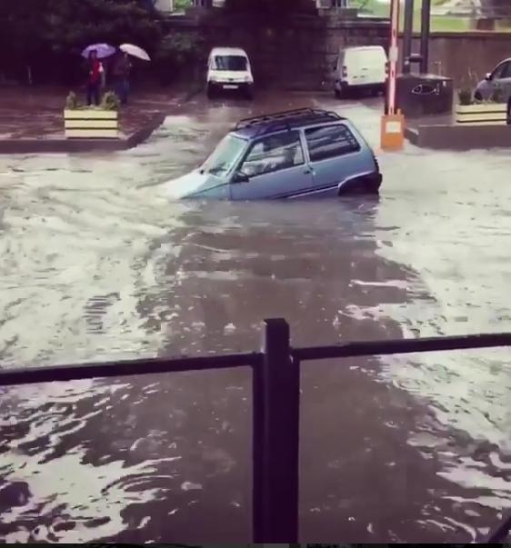 В Сети появляются ужасные фото и видео последствий потопа в Краснодарском крае.