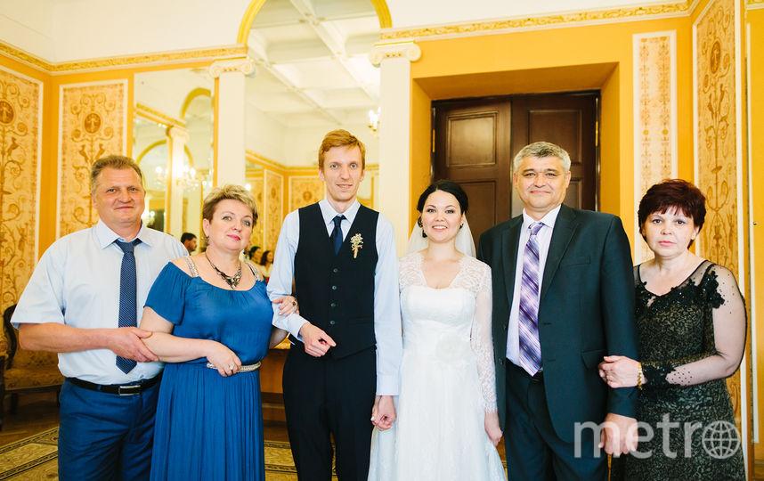 Семья Сосковых. Кирилл – в центре, его тёща Ирина - крайняя справа. Фото предоставил Кирилл Сосков