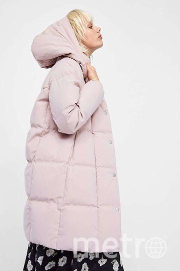 Анорак-пуховик из непромокаемой ткани от Zara. Наполнитель лиф: 70% пух серой утки, 30% перо; наполнитель капюшона: 100% полиэстер. Фото www.zara.com/ru