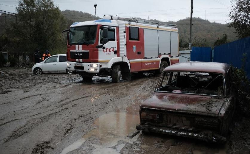 Число пострадавших от наводнения на Кубани выросло в 2,5 раза. Фото vk.com/mchs123, vk.com