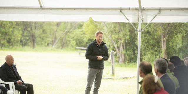 Меган Маркл и принц Гарри в национальном парке Абель Тасман.