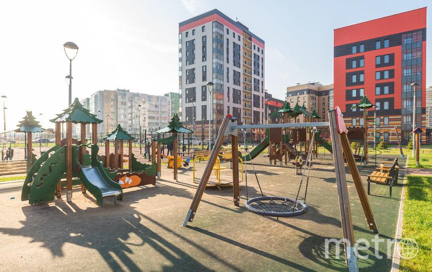 """Современные детские площадки – стандарт для любой новостройки. А вот их качество и наполнение зависит только от возможностей застройщика. Фото «Ленстройтрест», """"Metro"""""""