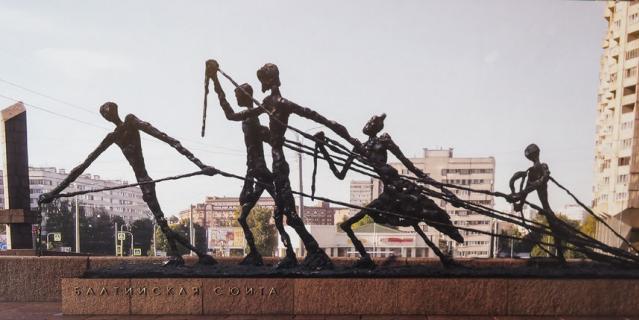 В Комитете по градостроительству и архитектуре (КГА) открылась выставка скульптурных композиций, которые могут появиться в Петербурге.