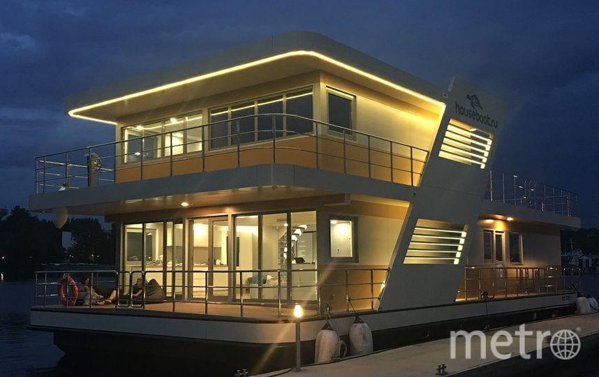 Хаусбот гораздо более вместителен и комфортен, чем лодка или парусная яхта. Фото  houseboat.ru