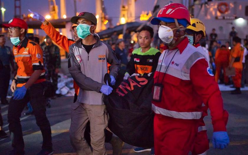 В Индонезии нашли тела десяти жертв крушения Boeing. Фото Getty