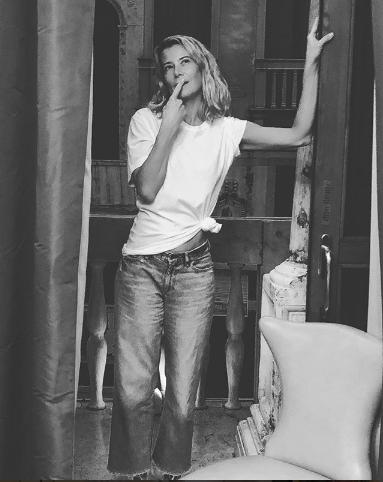 Телеведущая Юлия Высоцкая в Венеции. Фото www.instagram.com/juliavysotskayaofficial