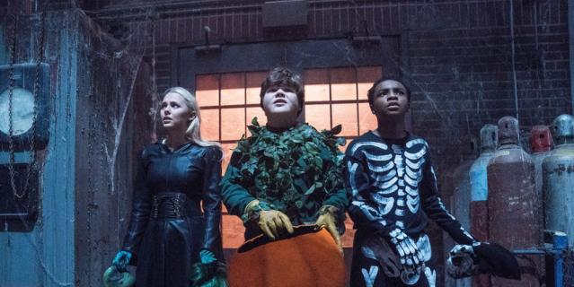 """Кадр из фильма """"Ужастики 2: беспокойный Хэллоуин""""."""