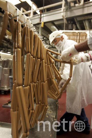 Производство сосисок. Фото Getty