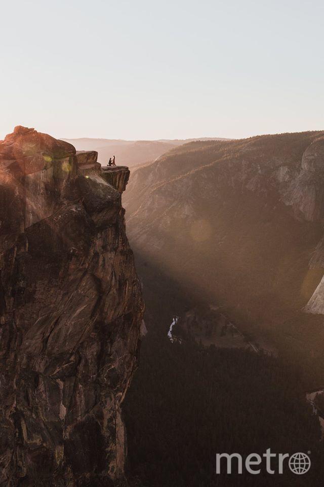 Фотограф заснял, как парень делает предложение девушке на обрыве скалы. Фото Facebook, личный архив Мэттью Диппела (Matthew Dippel, https://www.facebook.com/photo.php?fbid=10214