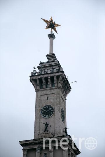 Звезда, венчающая шпиль, украшала Спасскую башню Кремля до установки на неё рубиновой звезды. Фото Василий Кузьмичёнок