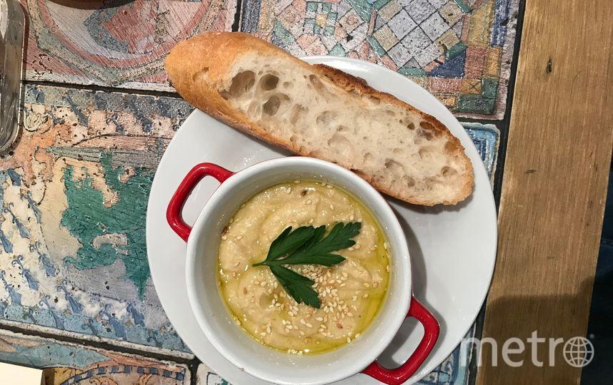 """Хумус с багетом. Фото Индира Шестакова, """"Metro"""""""
