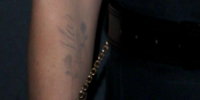 Татуировка на руке Шарлиз Терон.