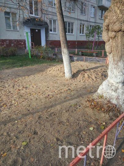 Так выглядит детская площадка сейчас – от качелей ничего не осталось. Фото предоставила жительница двора
