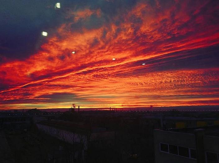 """Опять кроваво-красное небо: петербуржцы """"поймали"""" красивый закат. Фото скриншот www.instagram.com/nadia_ostapchuk/"""