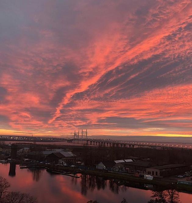 """Опять кроваво-красное небо: петербуржцы """"поймали"""" красивый закат. Фото скриншот www.instagram.com/storm_walentine/"""