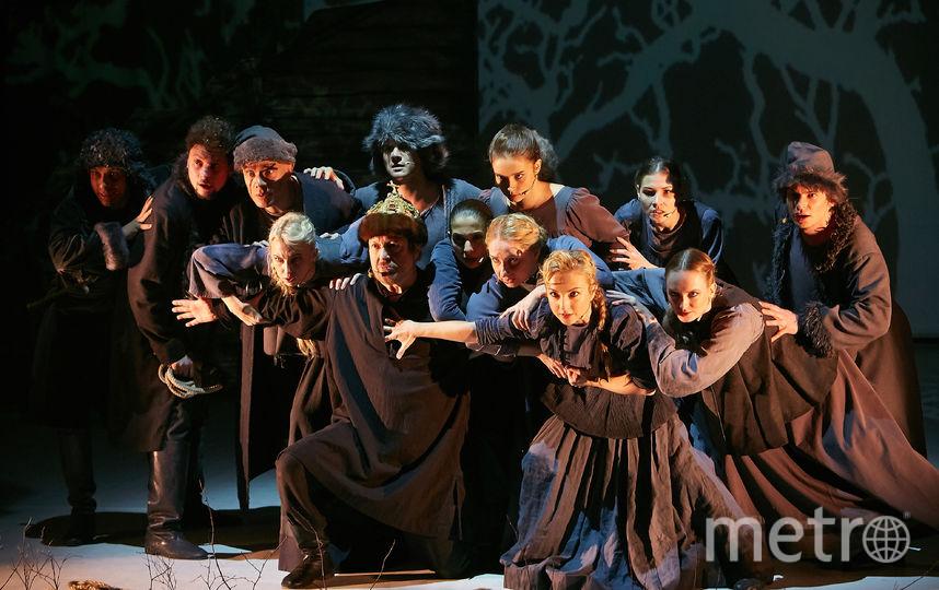 Александр Масалов в окружении балета театра. Фото Пресс-служба театра, Предоставлено организаторами