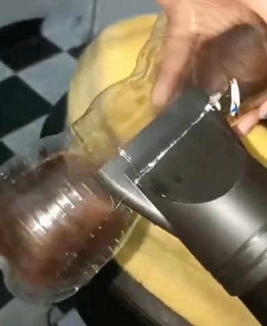 Как сделать локоны при помощи бутылки и фена для волос. Фото Скриншот видео www.instagram.com/9gag