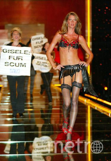 Жизель Бундхен. Шоу Victoria's Secret в 2002 году в Нью-Йорке. Фото Getty