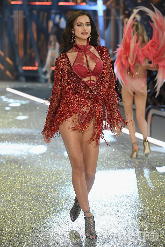 Беременная Ирина Шейк. Шоу Victoria's Secret в 2016 году во Франции. Фото Getty
