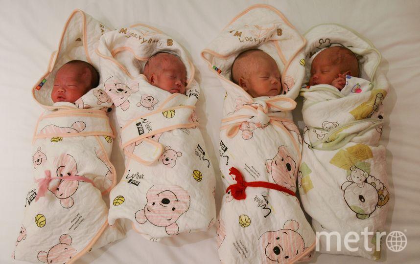 На свет четверняшки появились благодаря кесареву сечению. Фото Getty