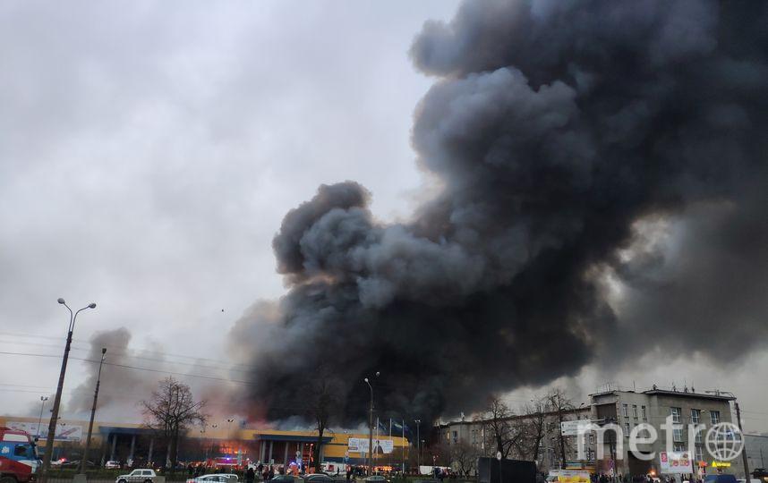 В Петербурге горел гипермаркет: Фото и видео происшествия. Фото ДТП и ЧП | Санкт-Петербург | Питер Онлайн | СПб, vk.com