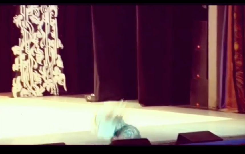 Падение на сцене. Фото instagram.com/volochkova_art