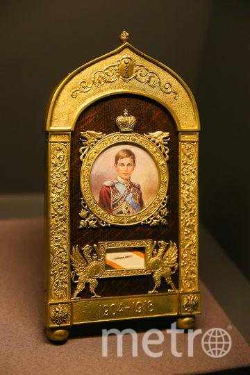 Портрет цесаревича Алексея Николаевича с прядью его волос. Фото переснял Василий Кузьмичёнок
