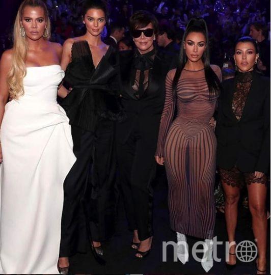 """Ким Кардашьян выбрала оригинальный наряд. Фото https://www.instagram.com/explore/tags/kimkardashian/, """"Metro"""""""