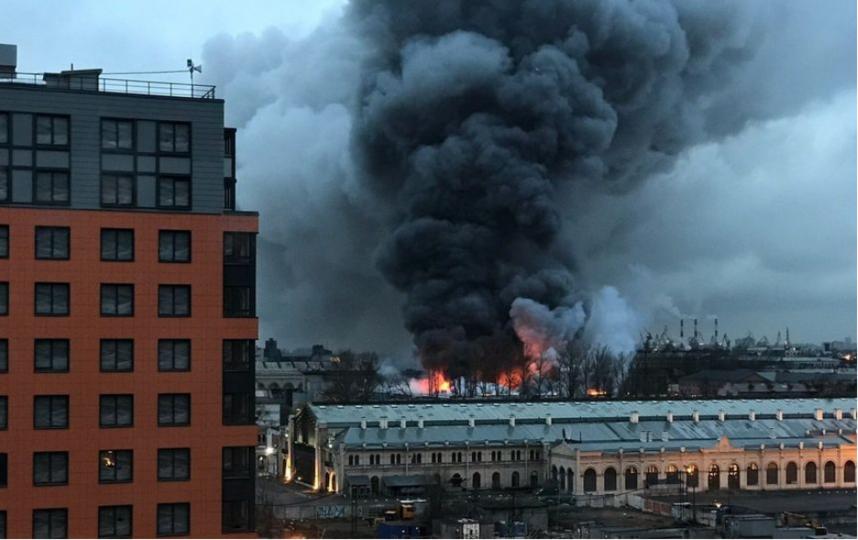 """Фото пожара в """"Ленте"""". Фото vk.com"""